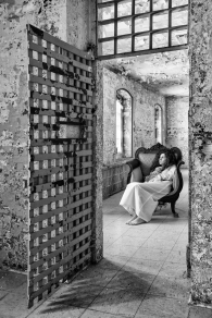 derrière la porte, la solitude